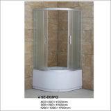 Sitio de ducha simple del alto cuarto de baño de la bandeja con el vidrio de la tela