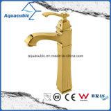 Taraud d'eau en laiton de mélangeur de bassin de salle de bains de corps élevé Polished d'or