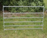 Galvanziedの管によって溶接される家畜の塀