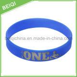 Alta qualità Debossed con il Wristband di gomma su ordinazione di colore