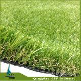 Relvado artificial ajardinando ao ar livre, grama falsificada, grama sintética do relvado