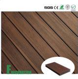 Decking composé en plastique en bois promotionnel de la coextrusion WPC de maintenance inférieure extérieure