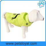 工場夏の飼い犬の服装は犬のコートに着せる