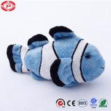 Couverture bleue de clown et jouet fait sur commande bourré de cadeau de poissons de peluche