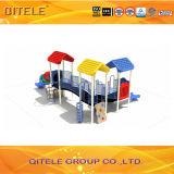 Цветастое оборудование спортивной площадки детей с скольжением тоннеля