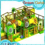 Campo de jogos de madeira interno das várias grandes crianças coloridas com corrediça para a venda