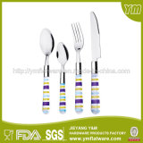 昇進のためにセットされるプラスチックハンドルのステンレス鋼の食事用器具類