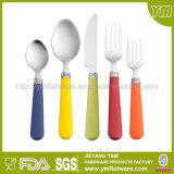 スーパーマーケットのためにセットされるプラスチックハンドルのステンレス鋼の食事用器具類