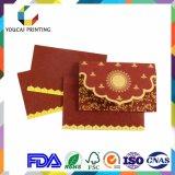 Tarjetas encantadoras rectangulares de las invitaciones de la boda con la decoración roja del diamante
