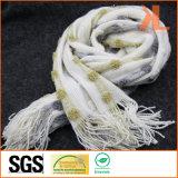 Sciarpa lavorata a maglia filo di ordito a strisce bianco di modo dell'acrilico di 100% con frangia e filato metallico
