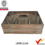 O punho afligido recicl a cesta de madeira do abeto com compartimentos