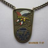 Круглое медаль с драконом