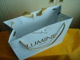 Matt personalizou o saco do presente do Livro Branco para o vestuário e o cosmético