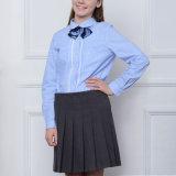 Chemise de plaid moyenne de filles d'uniforme scolaire et jupe plissée