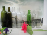Бутылки пустой по-разному формы и по-разному цвета стеклянные для оливкового масла