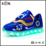 Las zapatillas de deporte luminosas encienden para arriba los zapatos ligeros que contellean de los muchachos LED de los niños de los cabritos de la simulación con el LED