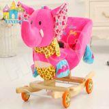 Стул игрушек тряся лошади заполненного животного тряся