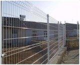 高品質は曲がる溶接された塀のパネルに電流を通した