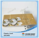 Geschäft, das Plastik gedruckte Kreditkarte rufend besucht