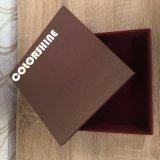 Gehobene bunte Schokolade hölzern wie Papierverpackungs-Geschenk-Kasten