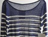 円形の女性のための首によって縞で飾られるプルオーバーのニットのセーター