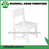 Cadeira pré-escolar branca da criança da madeira contínua