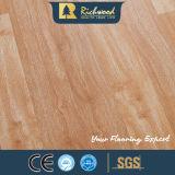 ビニールの板8.3mm E0 HDF AC3の寄木細工の床のカシは端の積層の木のフロアーリングにワックスを掛けた