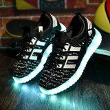 O diodo emissor de luz de China dos fabricantes de sapatas dos miúdos ilumina-se caçoa acima miúdos das sapatas do diodo emissor de luz das sapatas
