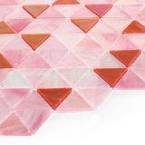 a decoração da parede do fundo da parte alta telha o mosaico cor-de-rosa do vidro manchado