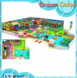 Campo de jogos interno das crianças as mais novas para a venda