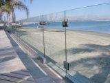 UチャンネルのデッキまたはバルコニーのためのアルミニウムFramelessのガラス柵