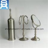 Insieme 3 degli accessori del bagno per il supporto di spazzola, lo specchio di vanità e la guida di tovagliolo