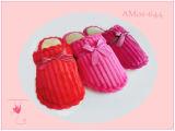 연약한 형식 견면 벨벳 실내 슬리퍼가 새로운 숙녀에 의하여 뜨개질을 한다