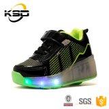 El LED se enciende para arriba embroma los zapatos con el talón para los zapatos de los deportes al aire libre