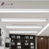 Bureau moderne de bonne qualité allumant la longue lampe de plafond de DEL