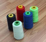 回る100%年のポリエステルは多彩な縫う糸のバージンのファイバーにまいはだを詰める