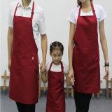 Donne che cucinano la famiglia del grembiule che cucina grembiule