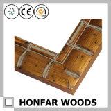 標準的なあずき色の木製の額縁