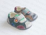 幼い子供PUの柔らかい赤ん坊靴(RF16248)