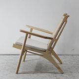 北欧様式の木の家具のソファーの椅子