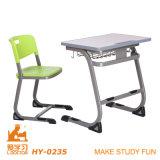 Mesa e cadeira baratas da escola da universidade dos assentos dobro