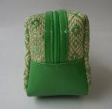 Paja verde y bolso del cosmético del PVC