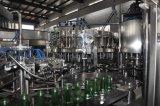 Bevande scintillanti aerate automatiche dell'acqua che riempiono macchina di coperchiamento