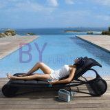 Loungers europeus ao ar livre da praia da piscina do jardim do hotel do lazer do Rattan do PE do estilo