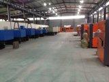 プラスチックびんの製造工場/型機械