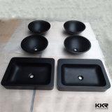 テーブルの上の固体表面の浴室の洗面器
