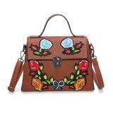 여자 (XR510701)를 위한 운반물 핸드백이 2017 최신 유행 자수에 의하여 꽃이 핀다