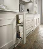 Weiße hölzerne Küche-Schrank-Küche-Luxuxmöbel mit ziehen Korb aus
