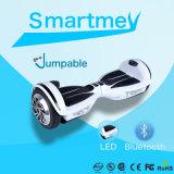 Les deux roues les plus neuves sautant le scooter avec DEL et Bluetooth/planche à roulettes
