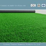 Alfombra artificial de la hierba del verde de los deportes al aire libre
